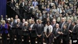 오바마 대통령 내외와 추도 인사들