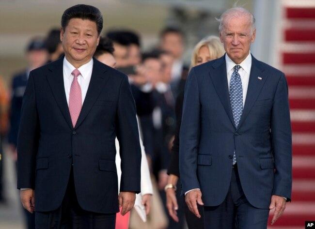 Phó Tổng thống Mỹ Joe Biden đón Chủ tịch Trung Quốc Tập Cận Bình ở Căn cứ không quân Andrew, bang Maryland, Mỹ hôm 24/9/2015