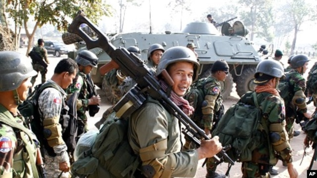 Cambodian soldiers carry their weapons near Preah Vihear temple along the border with Thailand, file photo.