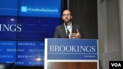 "FILE: Sebastian Strangio, journalist and author of ""Hun Sen's Cambodia"" talks about the effects of international aid on Cambodia's democratic development at the Brookings Institution in Washington, DC, Thursday, January 29, 2015. (Sophat Soeung/VOA Khmer)."