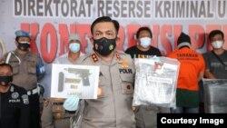 Kapolda Sumut, Irjen Pol Panca Putra Simanjuntak, merilis pengungkapan kasus pembunuhan terhadap pemimpin redaksi media daring lokal di Kabupaten Simalungun, Sumut, Kamis 24 Juni 2021. (Courtesy: Humas Polda Sumut)