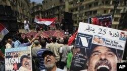 Picha ya waandamanaji wanaoipinga serikali ya Misri wakifurahia kuondoka kwa rais wa zamani Hosni Mubarak