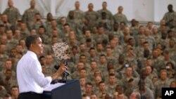 سهرۆک ئۆباما له میانهی پـێشـکهشـکردنی وتارهکهی له بنکهی لهشـکری فۆرت کامبێڵ له سـتانی کهنتاکی، ههینی 6 ی پـێـنجی 2011