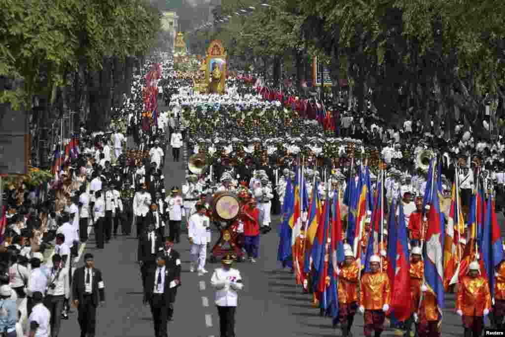 مراسم تشیع جنازه سلطنتی در کامبوج