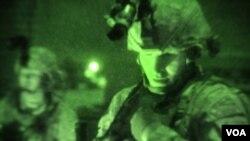El secretario de Defensa, Robert Gates, propuso un presupuesto enfocado hacia la lucha en campos de batalla de baja tecnología.