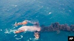 """伊朗油轮""""桑奇""""号2018年1月10日在东中国海起火燃烧。"""