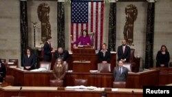 美国国会众议员德吉特12月18日主持众议院全体会议,讨论弹劾特朗普总统的规则程序。