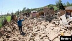 22일 중국 간쑤성 딩시시의 지진 피해현장.