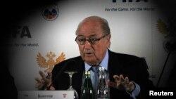 """""""Juguemos primero la Copa del Mundo de 2014 con la conciencia tranquila"""", dijo el presidente de FIFA Joseph Blatter."""