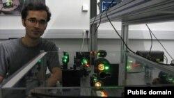 امید کوکبی، دانشجوی دکترای فیزیک اتمی در دانشگاه آستین ایالت تگزاس آمریکا، بهمن ۱۳۸۹ در تهران بازداشت
