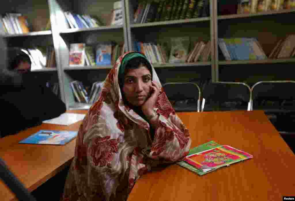 اس جیل میں خواتین قیدیوں میں اضافہ ہو رہا ہے اور کئی امدادی ادارے اپنے جاری منصوبے بھی سمیٹ رہے ہیں۔