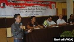 """Suasana Workshop dan Studi Banding """"Desa Membangun Indonesia"""" Forum Komunikasi Kepala Desa (FK2D) se kabupaten Sumbawa Barat (Foto: VOA/Nurhadi)"""