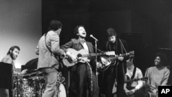 Bob Dylan remporte le prix Nobel de la littérature