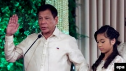 Rodrigo Duterte resmi diambil sumpahnya sebagai presiden ke-16 Filipina, Kamis (30/6).