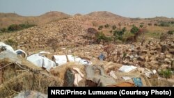 Vue d'ensemble du camp de transit Katanika accueillant 50 000 personnes déplacées dans la ville de Kalemie, dans la province du Tanganyika, en RDC le 7 octobre 2017.