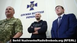 Луценко, Бабченко и глава СБУ Грицак (слева) на брифинге в СБУ