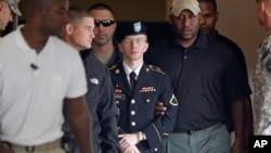 曼寧2013年離開馬里蘭州的一家軍事法庭