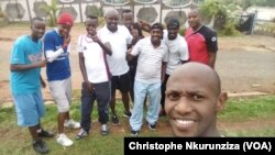 "Les jeunes de l'association ""Ki Mur"" après une séance de sports à Mukaza, Bujumbura, 16 octobre 2017. (VOA/Christophe Nkurunziza)"