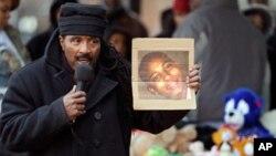 Warga kulit hitam AS menuntut keadilan atas tewasnya remaja berusia 12 tahun, Tamir Rice, dalam aksi unjuk rasa di Cleveland, Ohio (foto: dok).