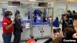 台湾的大江生医公司2020年4月发布自动化新冠病毒检疫设备,精确度达99.9%,单一机台能在24小时内,检测2000个以上的检测样本。(大江生医提供)