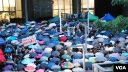 幾千香港人參加在政府總部外的反對國民教育科集會