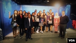 Students from the South East Asian Leaders Initiative Program visiting VOA in Washington, April,29 , 2016.