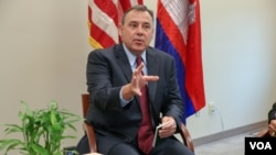 William A. Heidt, US ambassador to Cambodia, in an interview with VOA Khmer, suggests that Cambodia should consider joining the Trans-Pacific Partnership, in Phnom Penh, Cambodia, on February 10, 2016. (Nov Povleakhena/VOA Khmer)