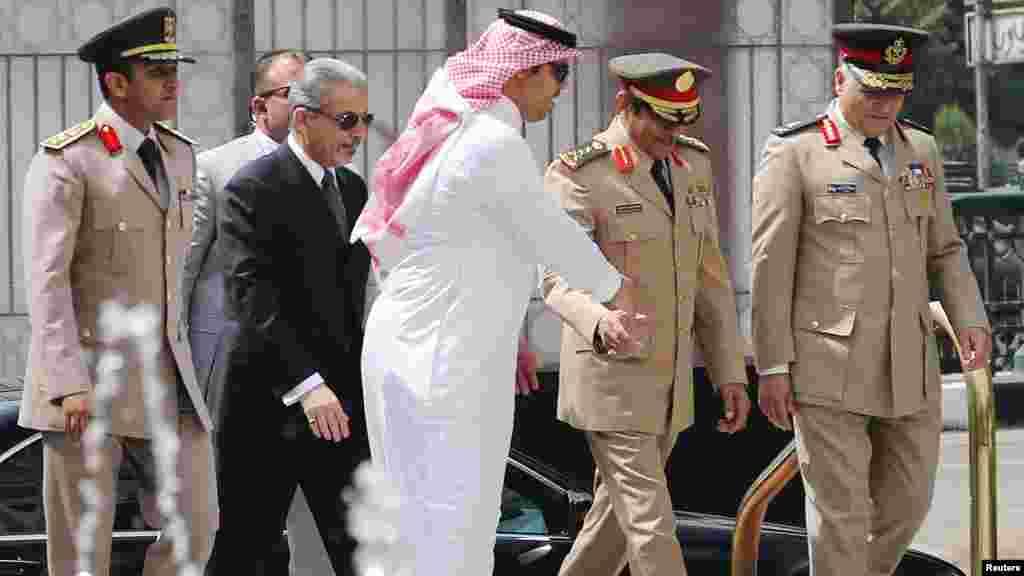Abdulrahman Al-Banyan da kasar Saudiyya a Cairo, Afrilu 22, 2015.