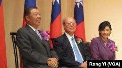 台湾驻美代表袁健生(左 )