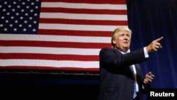 លោក Donald Trump ថ្លែងនៅក្នុងយុទ្ធនាការមួយនៅក្នុងក្រុង Phoenix រដ្ឋ Arizona សហរដ្ឋអាមេរិក កាលពីថ្ងៃទី៣១ ខែសីហា ឆ្នាំ២០១៦។