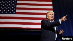 Calon presiden dari Partai Republik Donald Trump dalam kampanye di Phoenix, Arizona, 31 Agustus 2016. (REUTERS/Carlo Allegri)