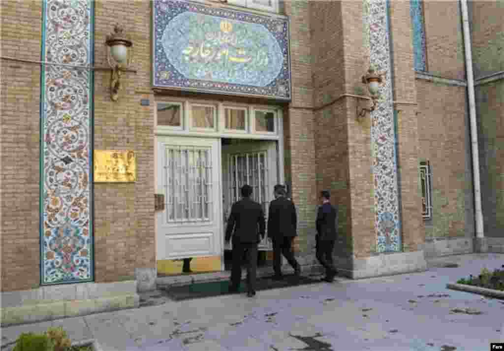 تنش بین ایران و ترکیه زیاد شده است. مقام های ترکیه ایران را به دخالت در دیگر کشورها متهم کردند. سفیر در تهران به وزارت خارجه احضار شد.