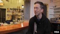 厄普舍街角书店店主保罗·鲁珀特在他的餐厅分享投身文化产业的理念
