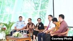 Tim Pemulangan WNI dari Hubei bersama Menteri Luar Negeri, Retno Marsudi, Selasa (18/2). (Foto: KemenluRI)