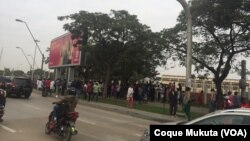 Praça 1o. de Maio, Luanda, manifestantes