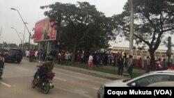 Manifestantes na Praça Primeiro de Março, Luanda
