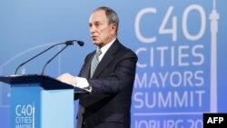 Cựu thị trưởng thành phố New York Michael Bloomberg phát biểu trong buổi lễ khai mạc Hội nghị thượng đỉnh khí hậu hơn 40 thành phố lớn tại Johannesburg, ngày 5/2/2014.