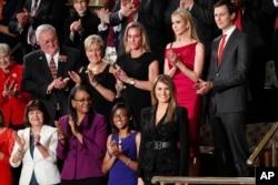 İzleyiciler arasında bulunan Melania Trump
