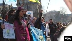 Крымские татары на митинге за Украину