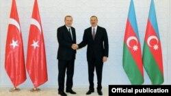 Türkiyənin baş naziri Rəcəb Tayyib Ərdoğan və Azərbaycan prezidenti İlham Əliyev