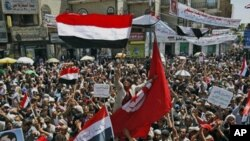 Anti-government protesters wave the national flag and chant slogans during a demonstration demanding the resignation of Yemeni President Ali Abdullah Saleh, Sana'a, March 8, 2011