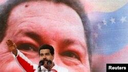 معاون چاوز در حال سخنرانی