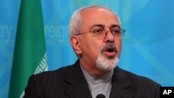 2013年9月8日伊朗外长穆罕默德·贾韦德·扎里夫访问伊拉克期间在巴格达联合记者会上(资料照片)