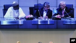 Nigeria's delegation head and OPEC Chairman Goni Musa (L), Oil Minister of Iran and OPEC President Mohammad Aliabadi (C), and OPEC Secretary General Abdalla Salem el-Badri (R) talk during the OPEC meeting in Vienna, June 8, 2011