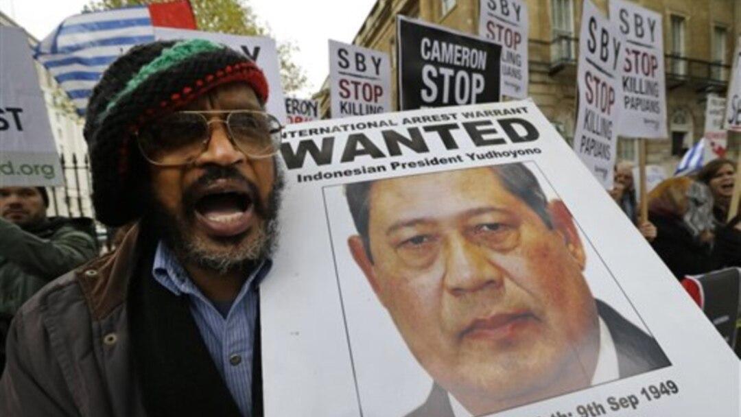 Demonstran Sambut Presiden Yudhoyono Di Inggris