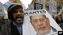 Aksi unjuk rasa mendukung hak penduduk Papua Barat mewarnai kunjungan presiden SBY di London (1/11).