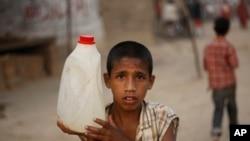 آبادی بڑھنے سے پانی کی کمی کا بھی سامنا ہے۔
