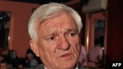 Etnik Sırp olan Jovan Divjak, Bosna savaşı sırasında Boşnaklarla birlikte savaşmıştı