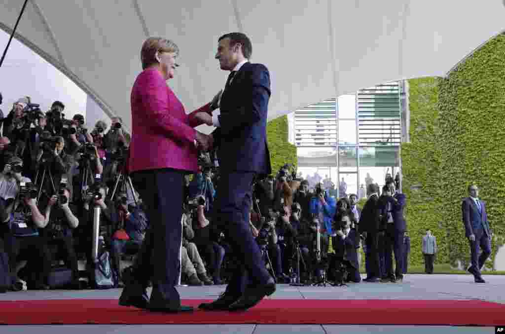 دیدار امانوئل مکرون رئیس جمهوری فرانسه با آنگلا مرکل صدر اعظم آلمان.