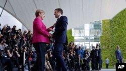 Angela Merkel et Emmanuel Macron, Berlin, Allemagne, le 15 mai 2017.
